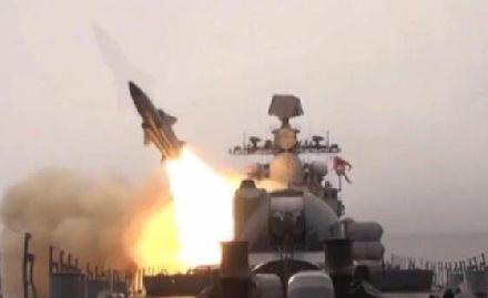在日本家门口,俄突然发射导弹!日本:要岛无门了