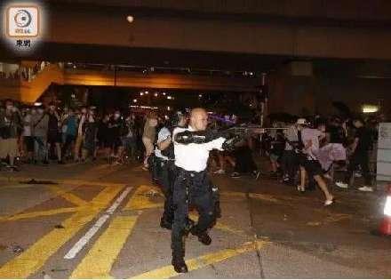 """10名香港警员受邀参加十一庆典,""""光头警长""""刘sir也参加"""