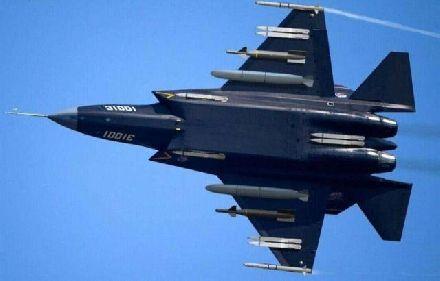 歼31终于重出江湖,全新设计涂装不逊F-35战机