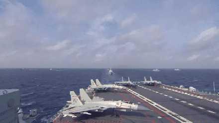 002转圈?美卫星抓拍发现异常,舰体倾斜超30度