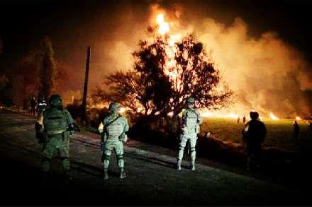 局势失控!伊朗边境传出震天巨响,美国连夜撤军